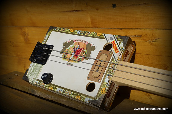 Cigarbox Guitar 3 cordes fretless M7instruments.