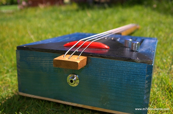 "Basse 3 cordes Wine box ""Blue Cadillac"""