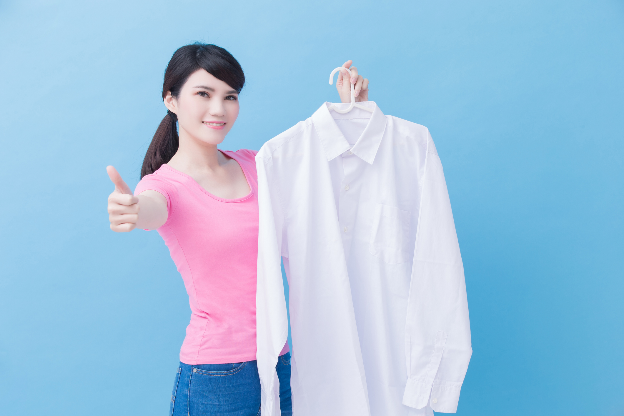 Thumbs Up from Female Laundry Customer-9