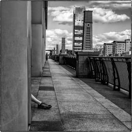 Canary Warf Walkway.jpg