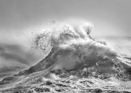 Clapotis Vesuvius in Storm Brian.jpg