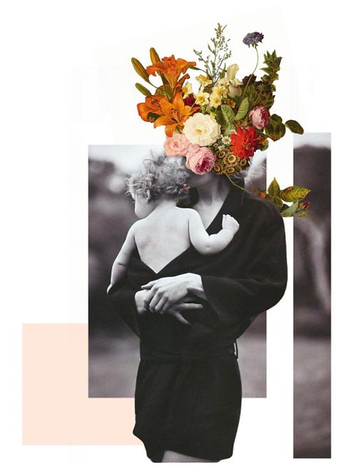 Imagen de una madre abrazando a su hijo con flores en la cabeza