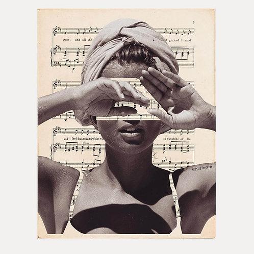 Cuadro para casa de una mujer con notas de música a su alrededor