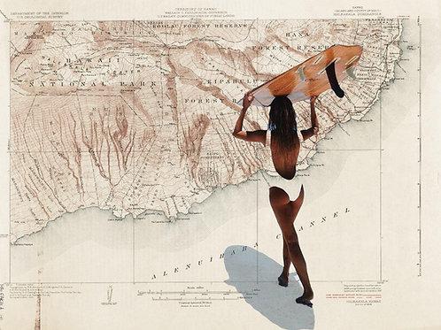 Cuadro collage de una chica en bikini con una tabla de surf con el mapa de Hawaii de fondo