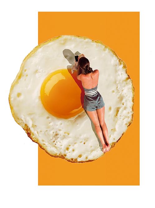 Cuadro para casa de mujer tomando el sol y un huevo frito