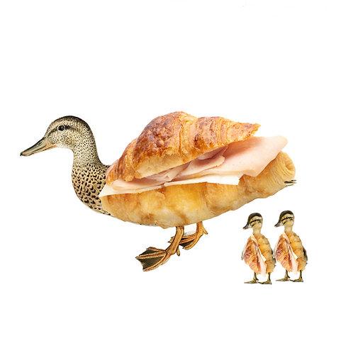 Collage de un pato y sus patitos con cuerpo de croissant