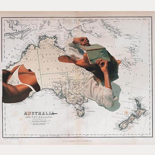 Imagen de una mujer leyendo en bikini sobre el mapa de Australia