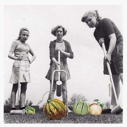 Imagen de mujeres antiguas jugando al criquet con frutas