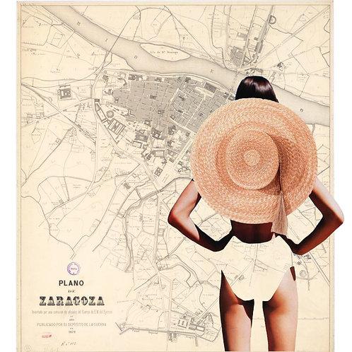 Cuadro collage de una chica con un sombrero de paja con el mapa de Zaragoza de fondo
