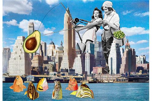Collage de dos mujeres pescando peces entre los rascacielos de Nueva York