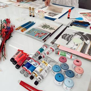 Pinturas e hilos para el taller analógico de Pilsferrer