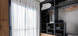 Villalarda büyük yatak odası için özel olarak giyinme odası bulunmaktadır.