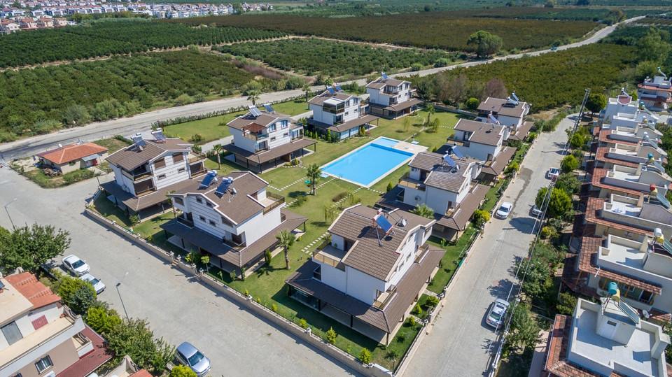 Kuşadası Davutlar'da Satılık Havuzlu Villalar