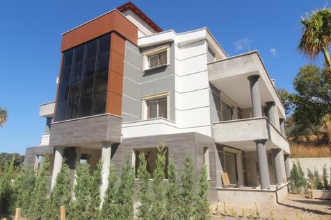 Kuşadası Özel Bahçeli Satılık 4+1 Villa
