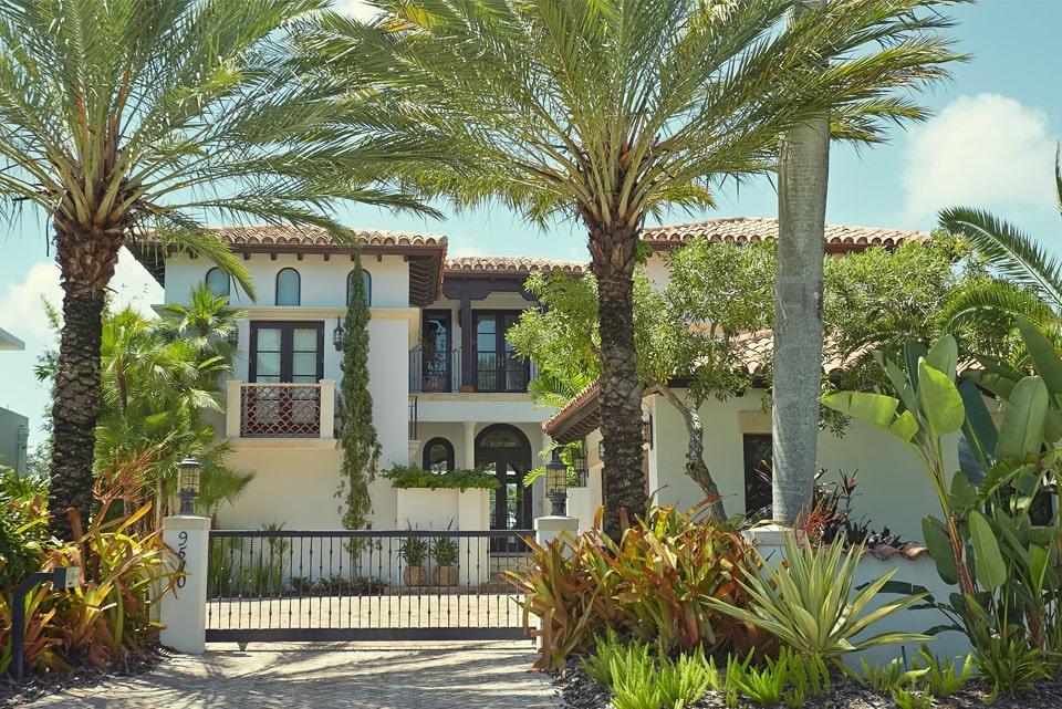 Kuşadası Kadınlar Denizi Mahallesi'nde Satılık Müstakil Villa