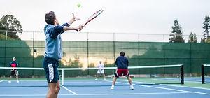 Yürüyüş ve park alanları, tenis kortu, futbol ve basketbol sahası gibi sosyal tesisler bulunmaktadır.