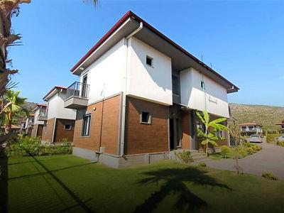 Kuşadası Bayraklıdede Mahallesi'nde Satılık Müstakil Villa
