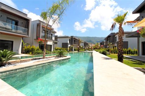 Kuşadası Güzelçamlı'da Denize 200 Metre Mesafede Satılık Müstakil Villa