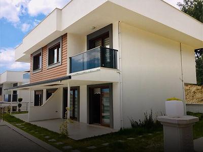 Kuşadası Soğucak'ta Deniz Manzaralı Satılık 3+1 Villa