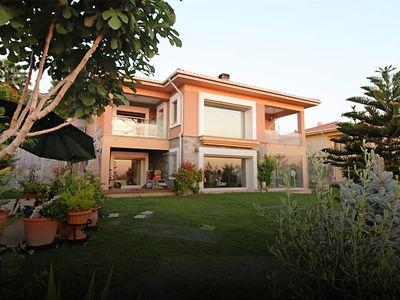 Kuşadası Soğucak'ta Deniz Manzaralı Satılık 6+1 Villa
