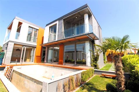 Kuşadası Deniz Manzaralı Özel Havuzlu Satılık Sıfır Müstakil Villa