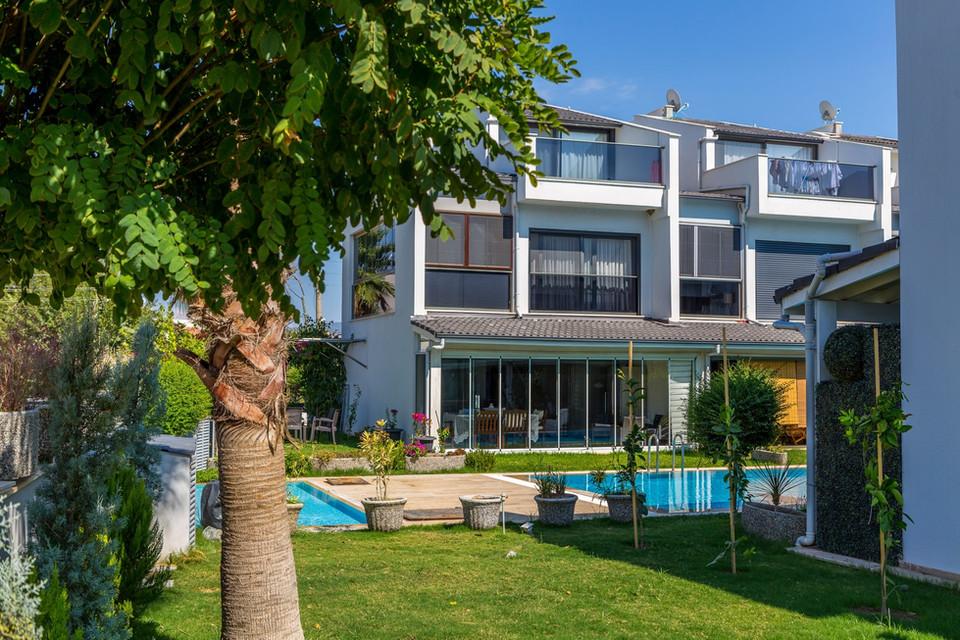 Kuşadası Güzelçamlı'da Satılık Havuzlu Villa