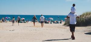 Kadınlar Denizi Plajı ve sahil şeridine evinizden yürüyerek ulaşabilirsiniz.