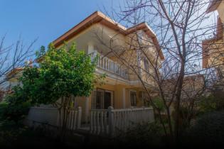 Kuşadası'nda Denize Yakın Satılık Villa