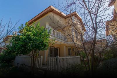 Kuşadası Hacıfeyzullah Mahallesi'nde Satılık İkiz Villa