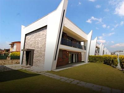 Kuşadası Karaova Mahallesi'nde Satılık Tek Müstakil Villa