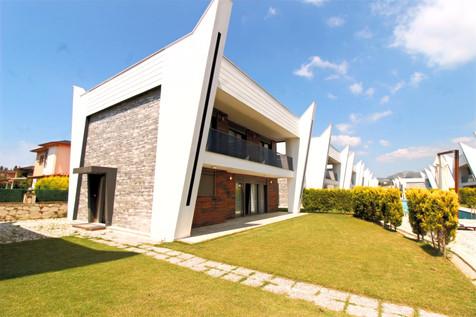 Kuşadası Karaova Geniş Bahçeli Lüks Villa