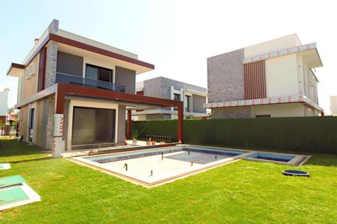 Kuşadası Long Beach Bölgesinde Satılık Özel Havuzlu Müstakil Villa
