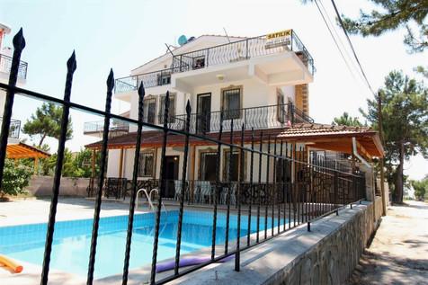 Kuşadası Özel Havuzlu Satılık Müstakil Villa