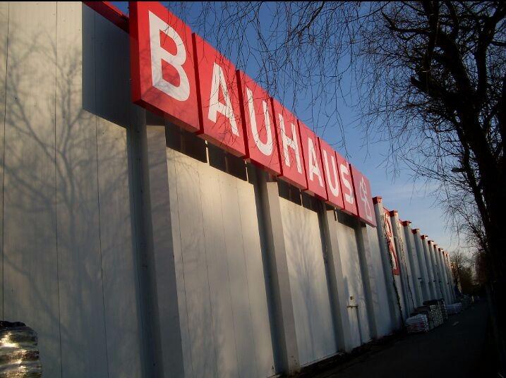 Montage Werbeanlage Bauhaus