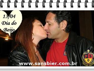 Cerveja Especial harmoniza com beijo!