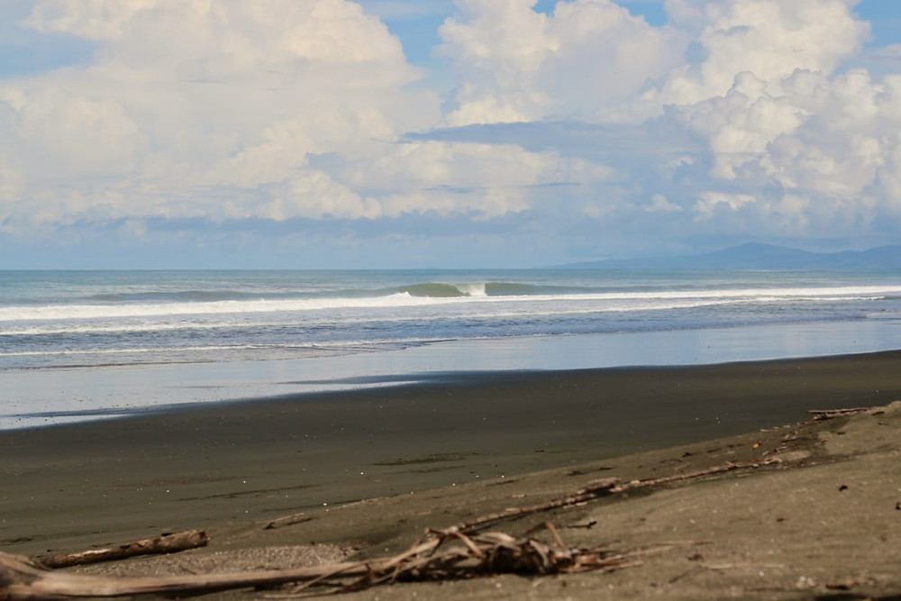 A secret and empty wave at Playa Morrio in Panama