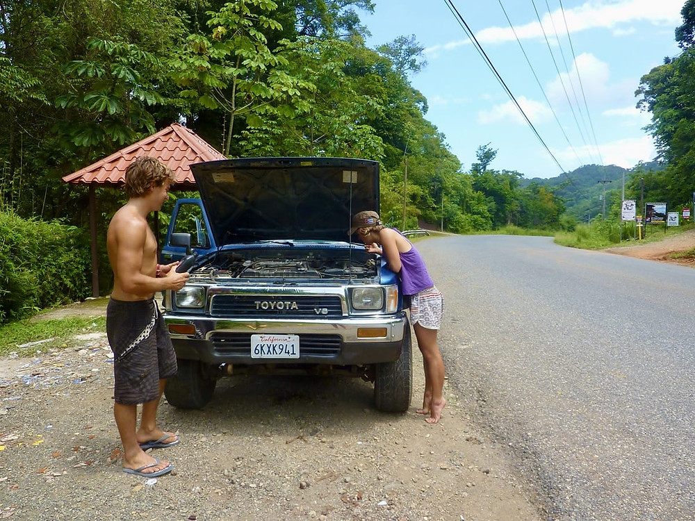Ollie and Bronnie with broken Felix near Dominical in Costa Rica