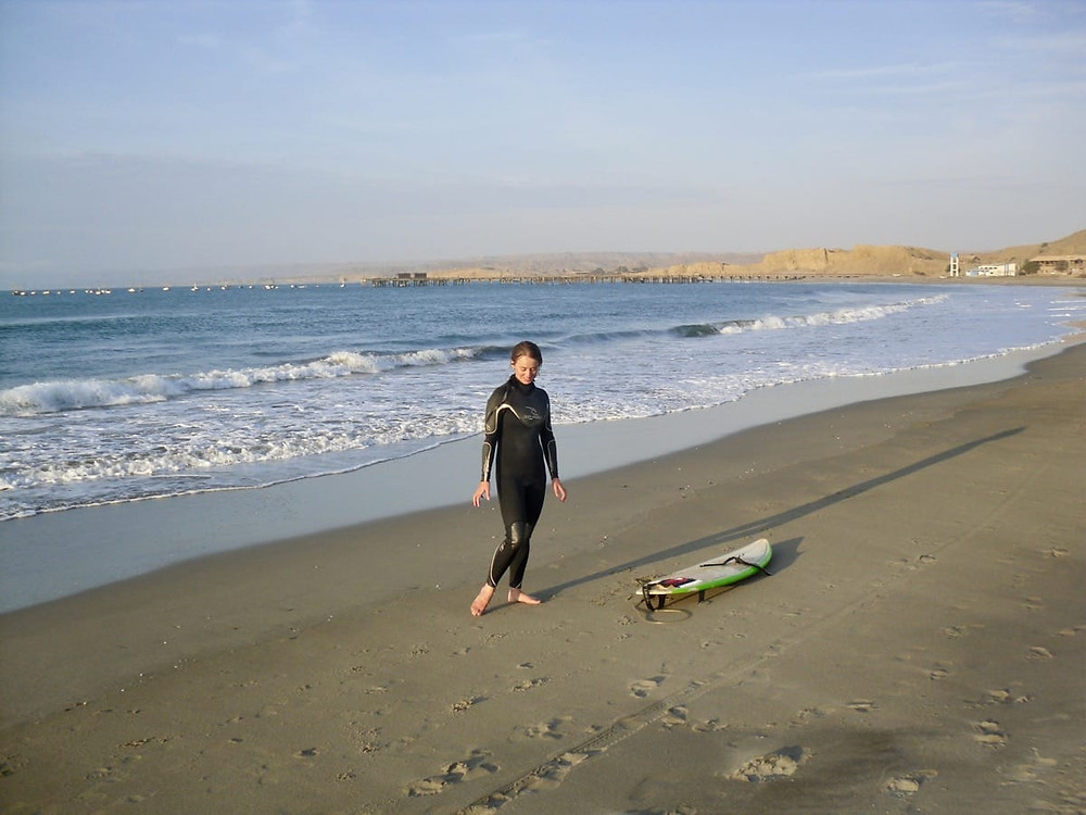 Bronnie hanging for some waves at Lobitos in Peru