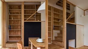 階段と本棚の関係性