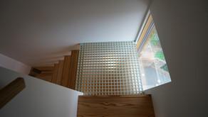 階段さえも明かり取り