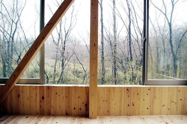 松澤静男ー杉柱でくるまれた家