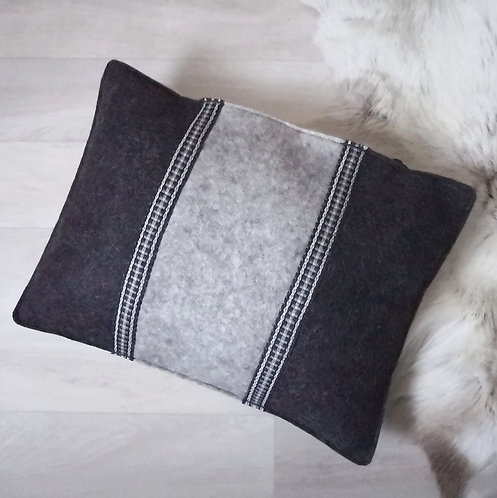 Cushion stony grey - 30x40 - filled with wool