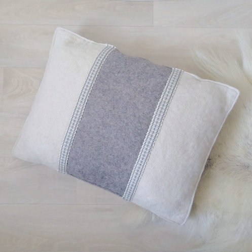 Cushion snowy white - 30x40 - filled with wool