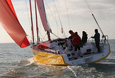 RM 890+ : a renewed compact sailboat (in English)