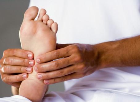 Massage des pieds à Trois-Rivières: la clé pour diminuer la fatigue des jambes.