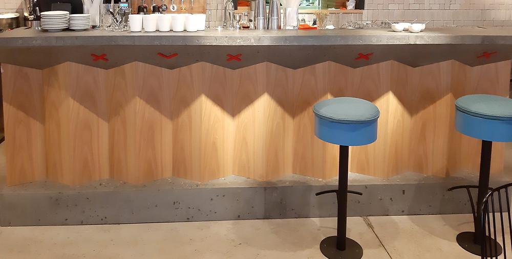 интерьер кафе Гужва, 1 зал, детали барной стойки. Блог Ирины Ежовой