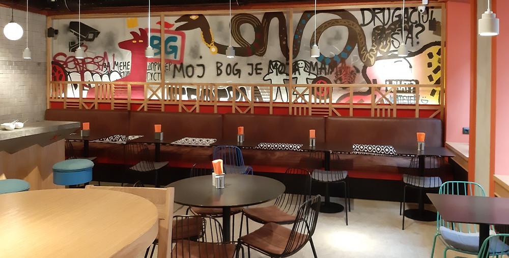интерьер кафе Гужва, 1 зал, акцентная стена. . Блог Ирины Ежовой