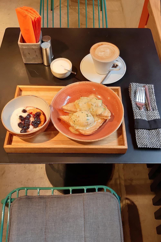 кафе Гужва, 1 зал, меню завтраков, июнь 2019. Блог Ирины Ежовой