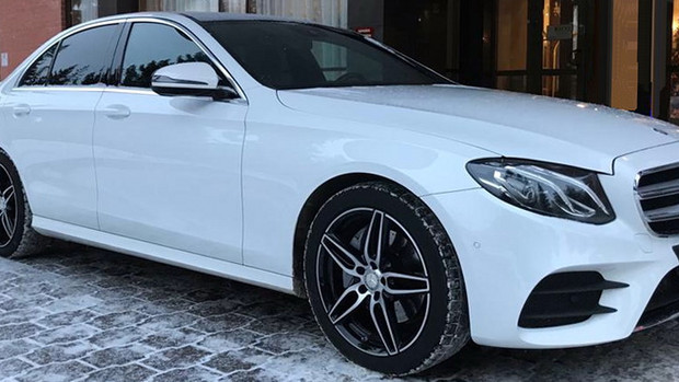 Белый Mercedes на свадьбу