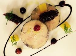 Lobe de Foie Gras confit au Vin Epicé,  Gelée d'Orange et Chutney de Cranberry aux Epines de Vinette